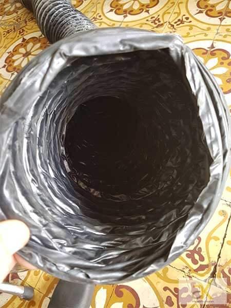 Mặt trong của ống gió bụi simili lõi thép
