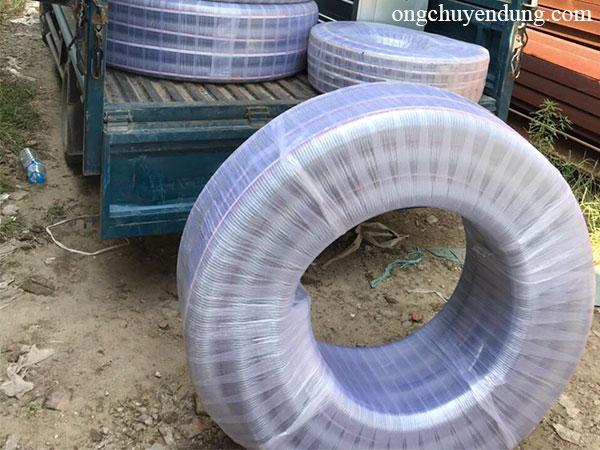 Cuộn ống nhựa mềm lõi thép Hàn Quốc chuyên dẫn xăng, dầu được bao bọc rất cẩn thận