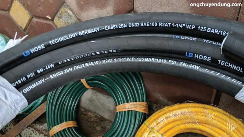Ống cao su lõi thép chịu xăng dầu và hóa chất nhập khẩu Đức