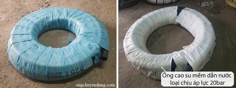 Ống cao su mềm dẫn nước được bao bọc cẩn thận bằng các bao nilong màu khác nhau